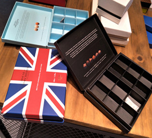 European OEM assorted small squares designed with lid boutique chocolate boxes from China